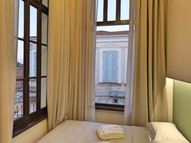 Budget Single Room Bed & Windows - Agora Residence - Hotel in Chios